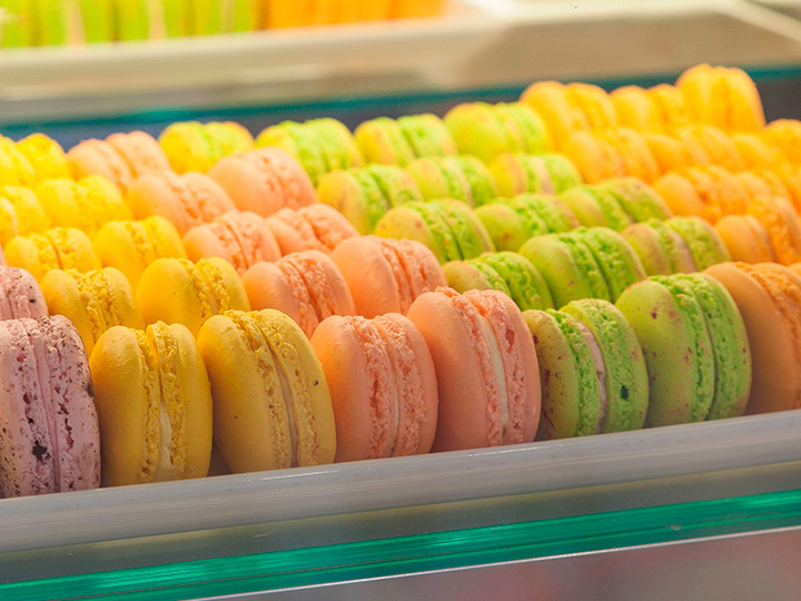 EasterMacarons